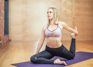 yoga-3053487__340-min